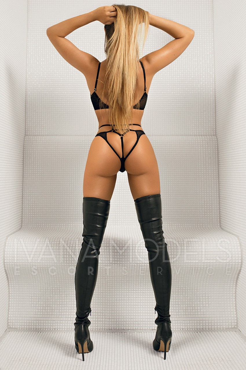 International exclusive escort ladies from Dusseldorf - Nicky