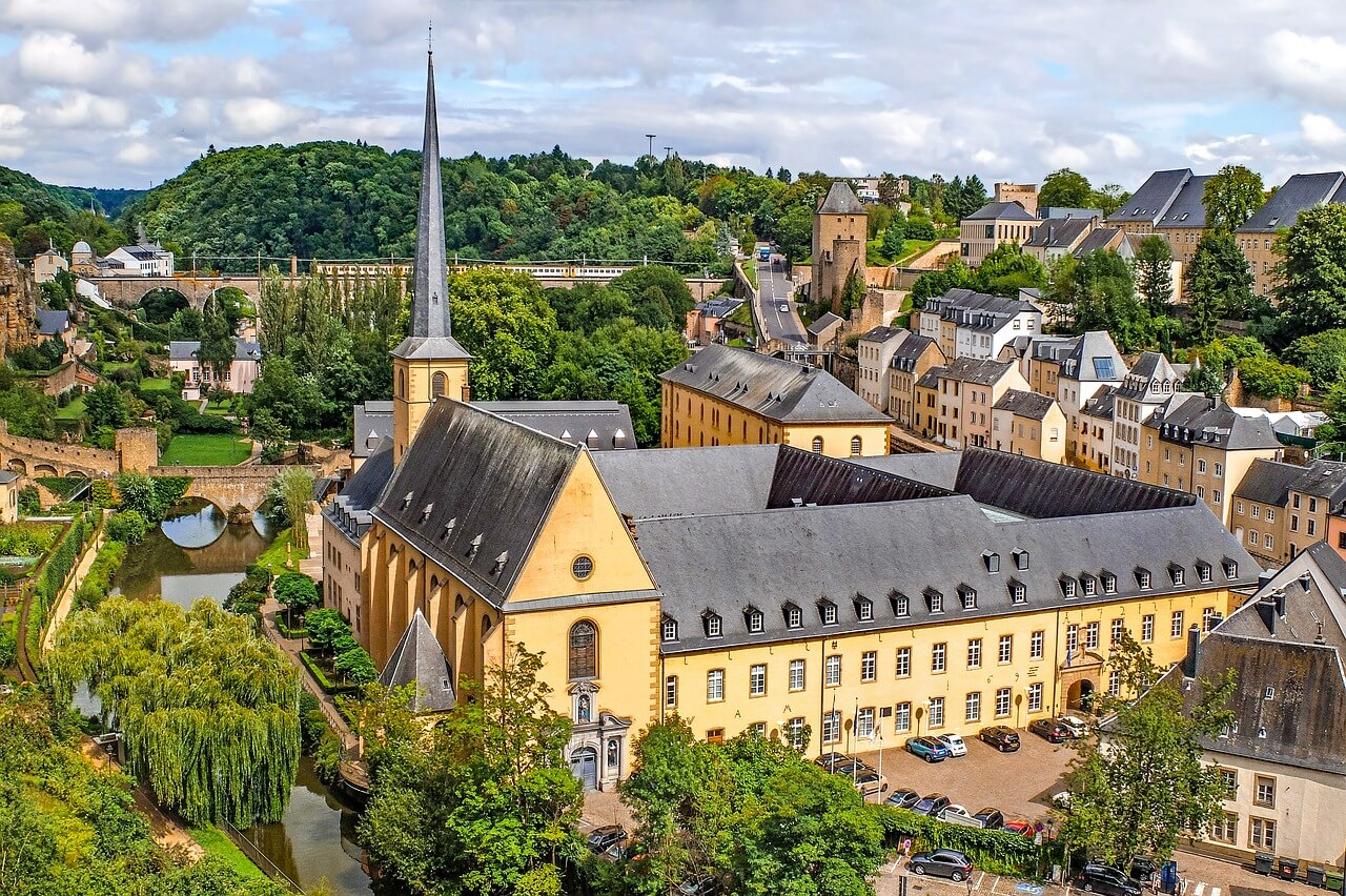 find a top travel girl in luxembourg
