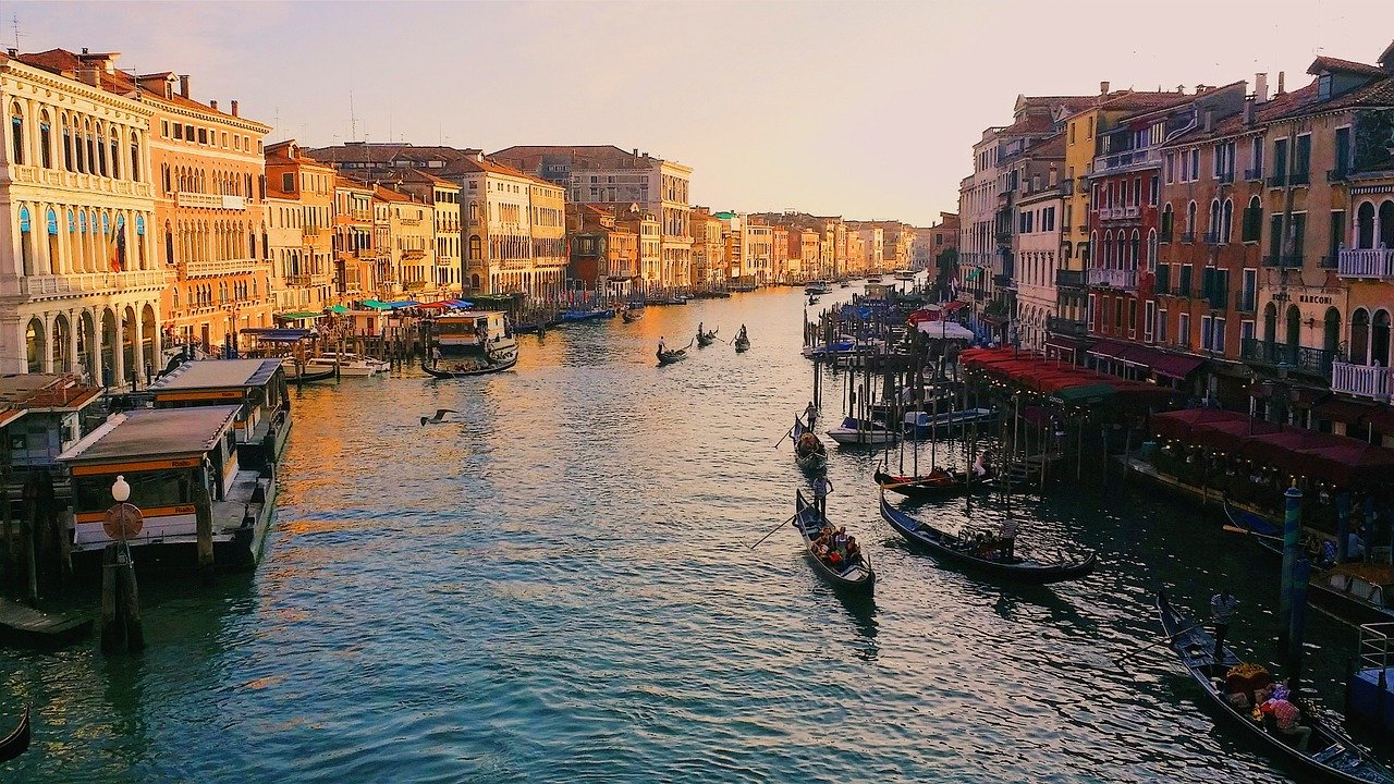 Grand Canal Tour in Venice with escort girls